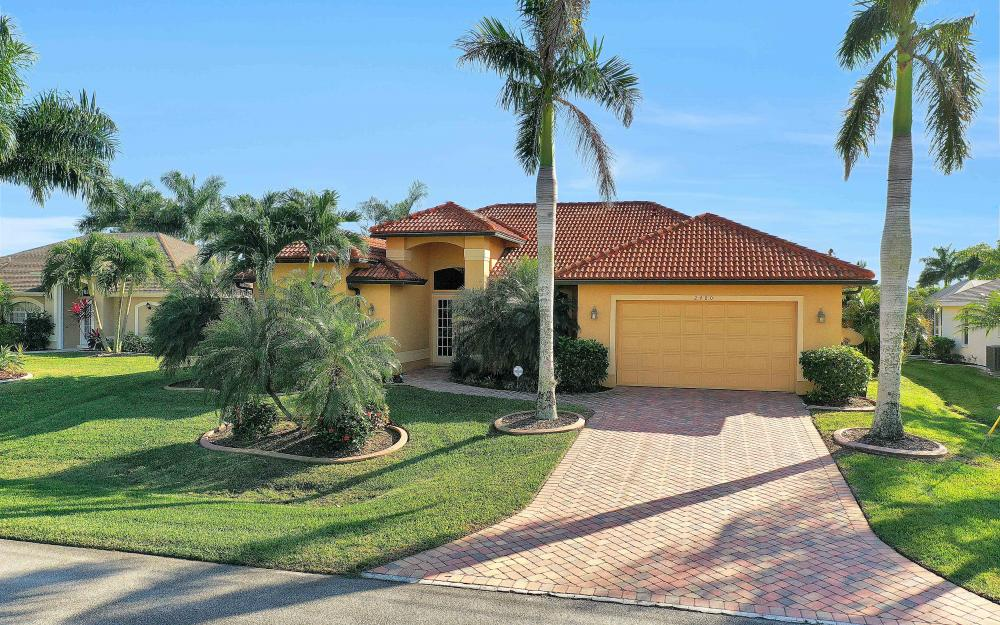 2400 SW 39th Ter, Cape Coral - Home For Sale 1674788025