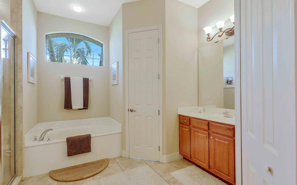 2400 SW 39th Ter, Cape Coral - Home For Sale 811272630