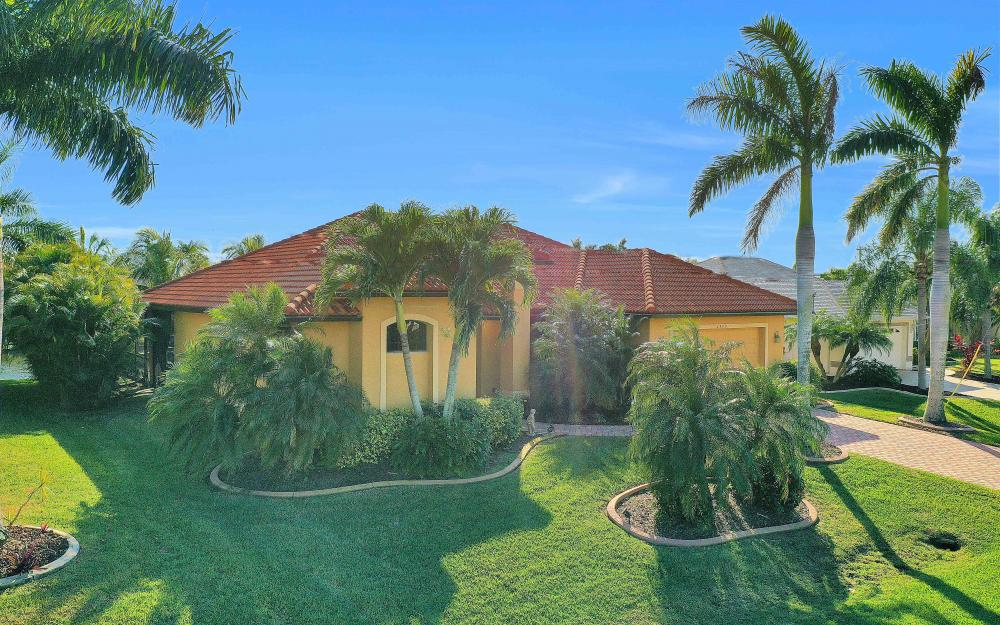 2400 SW 39th Ter, Cape Coral - Home For Sale 1308229345