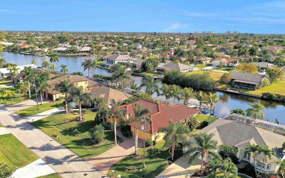 2400 SW 39th Ter, Cape Coral - Home For Sale 1793366097