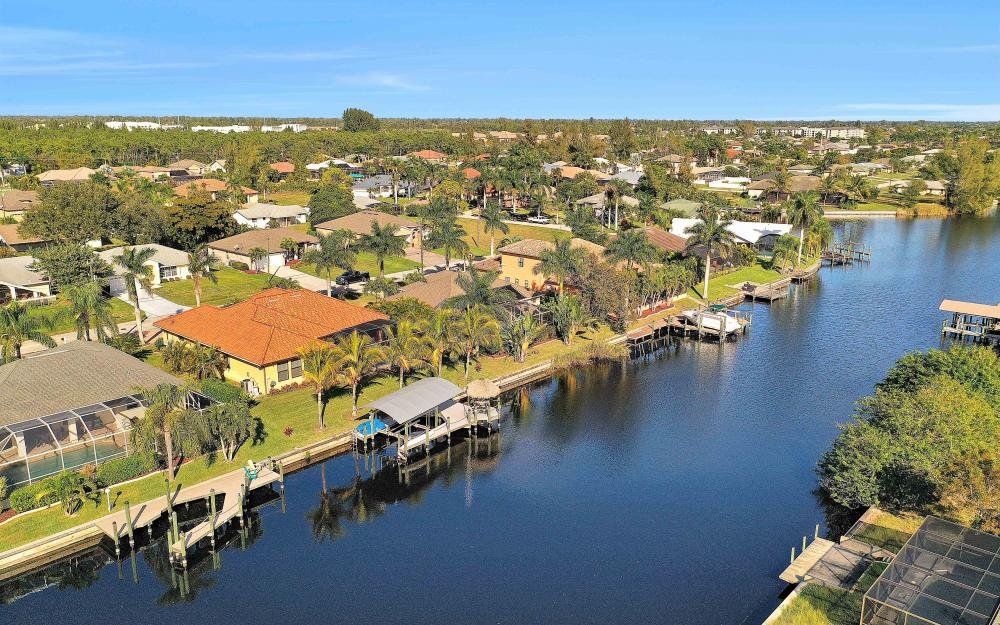 2400 SW 39th Ter, Cape Coral - Home For Sale 1072178631