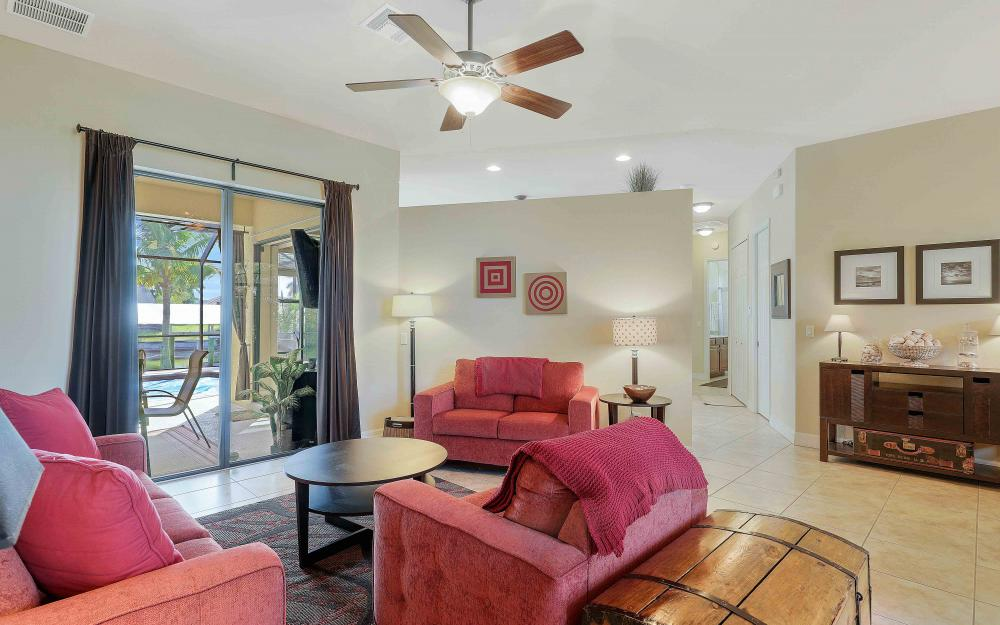 2400 SW 39th Ter, Cape Coral - Home For Sale 724162679
