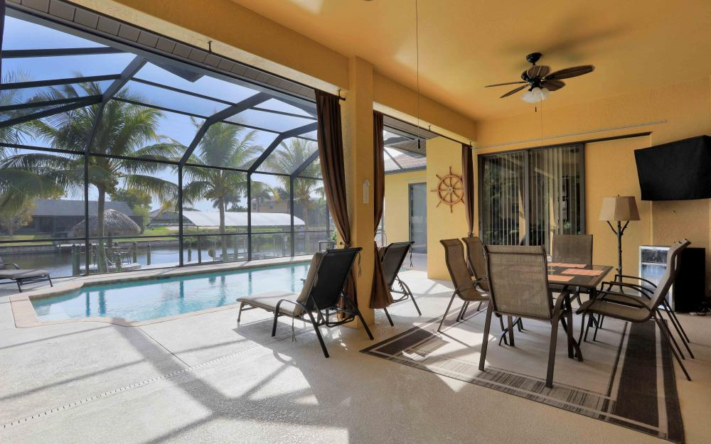 2400 SW 39th Ter, Cape Coral - Home For Sale 819977810