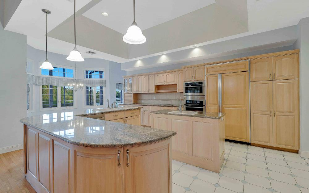 16 Baywood Ct, Fort Myers - Home For Sale 1873231909