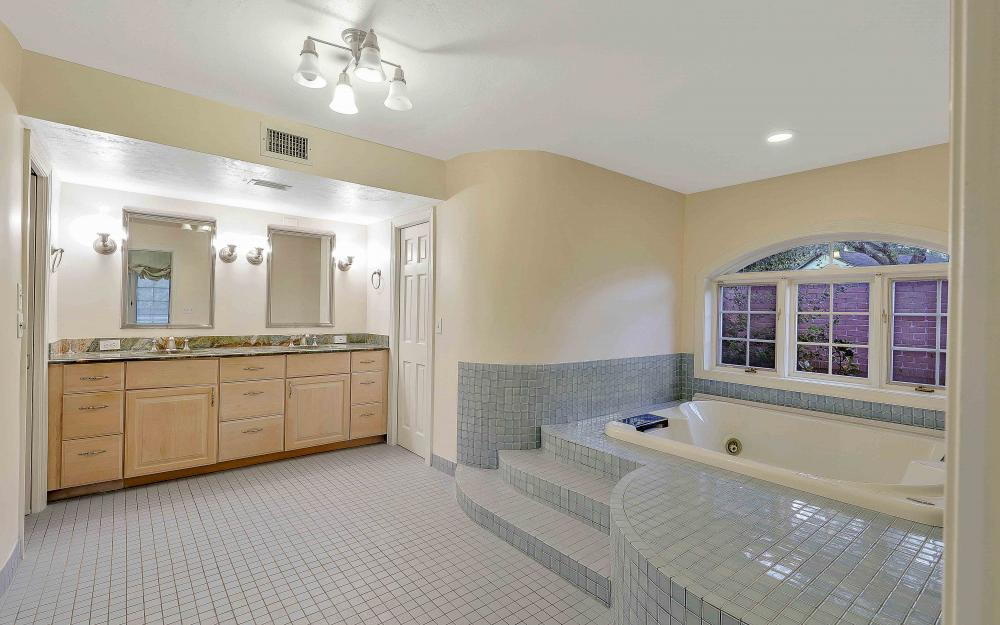 16 Baywood Ct, Fort Myers - Home For Sale 271577333