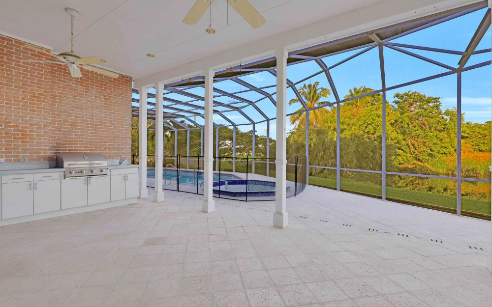 16 Baywood Ct, Fort Myers - Home For Sale 835051254