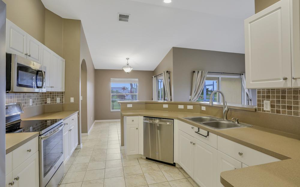 200 SW 13th Ave Cape Coral - Home For Sale 97385506