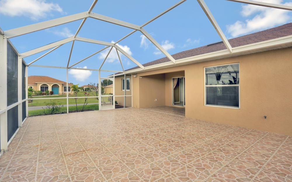 200 SW 13th Ave Cape Coral - Home For Sale 534995109