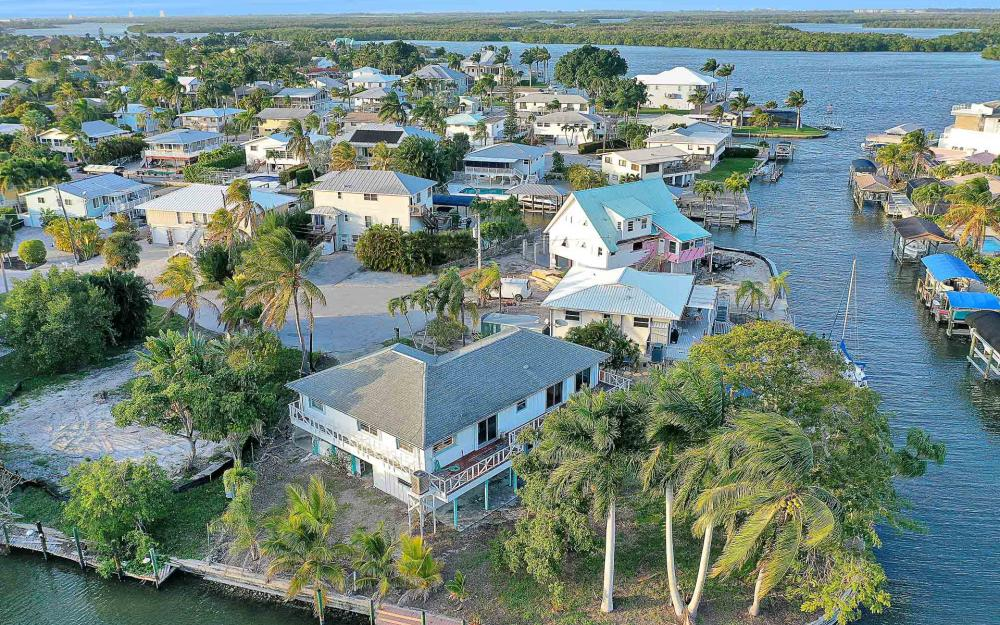 16 Pepita St, Fort Myers Beach - Home For Sale 921343187