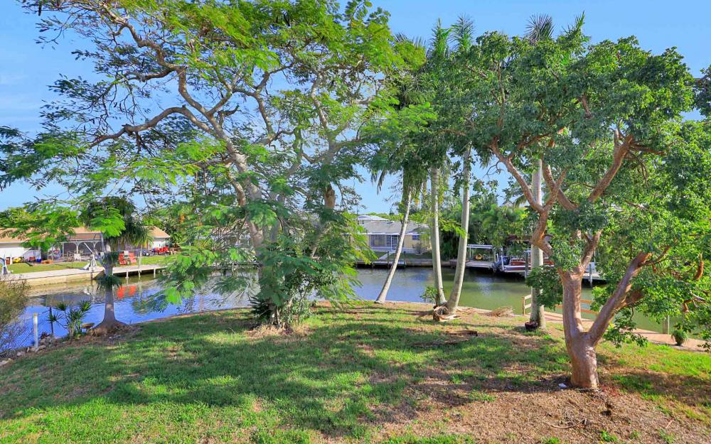 16 Pepita St, Fort Myers Beach - Home For Sale 60762717