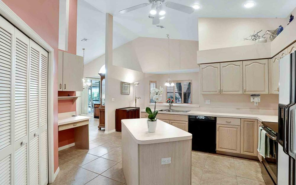 24957 Bay Cedar Dr, Bonita Springs - Home For Sale 557854149
