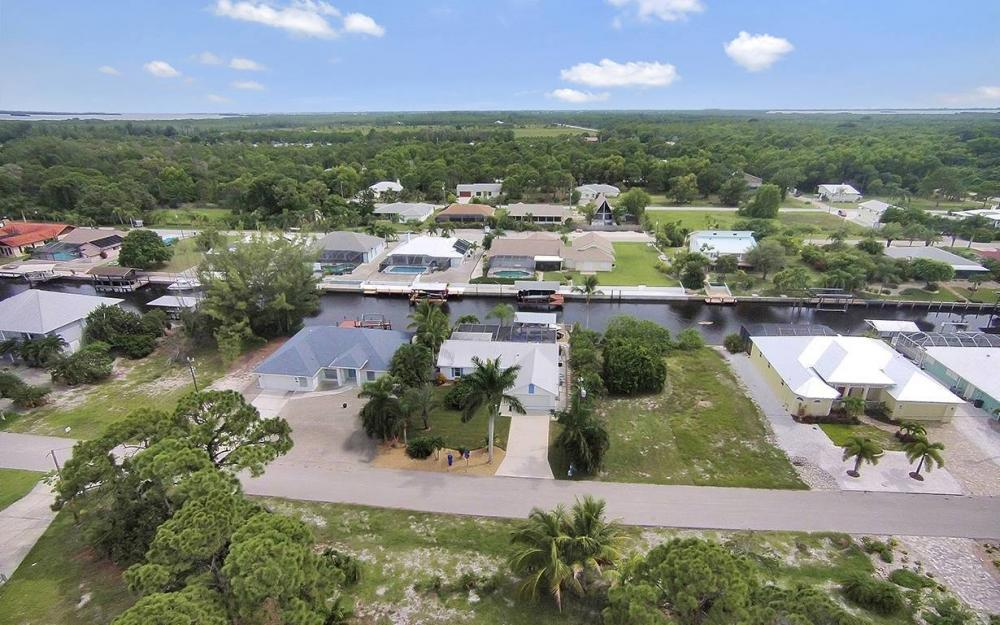 3723 Manatee Dr, St. James City - House For Sale 1134103895
