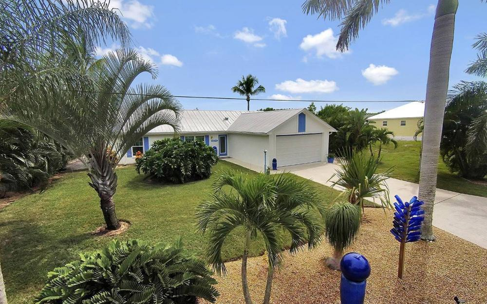 3723 Manatee Dr, St. James City - House For Sale 440621349