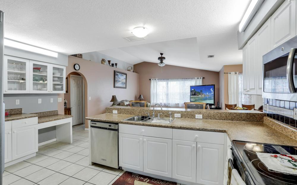 318 NE 17th Pl, Cape Coral - Home For Sale 71694805