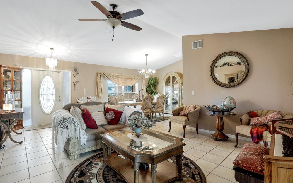 318 NE 17th Pl, Cape Coral - Home For Sale 706932578