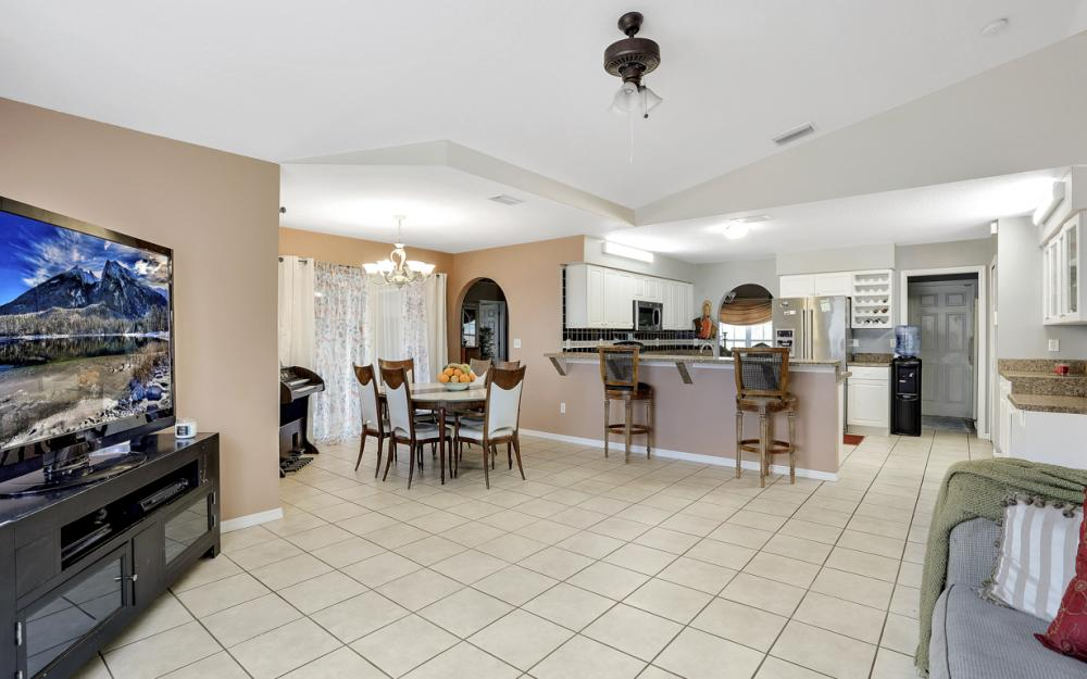 318 NE 17th Pl, Cape Coral - Home For Sale 825644688
