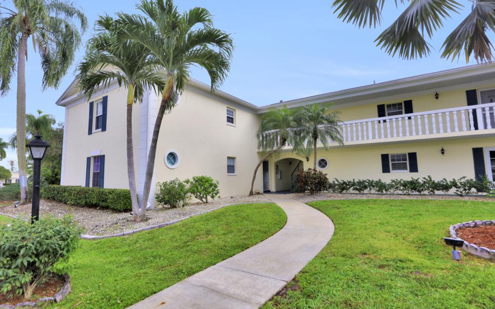 13501 Stratford Place Cir #201, Fort Myers - Condo For Sale 1768503733