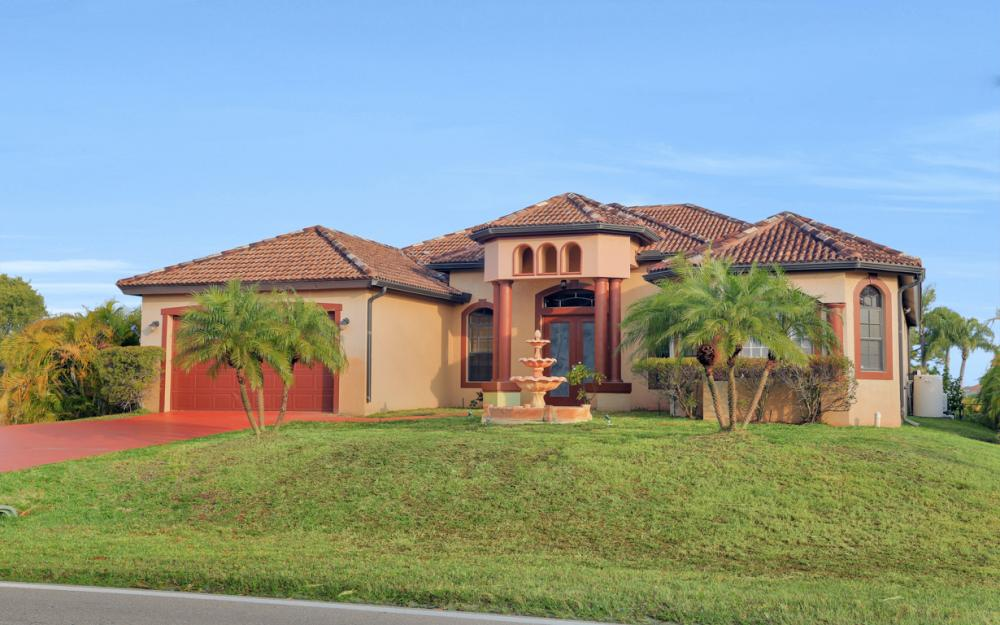 921 Diplomat Pkwy W, Cape Coral - Home For Sale 1367285933