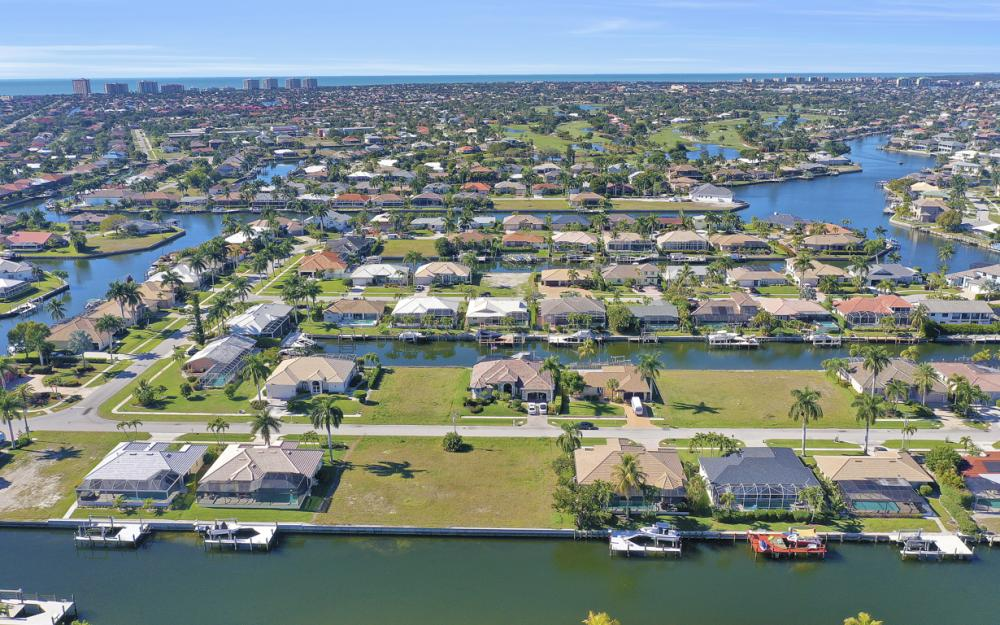 135 Gulfport Ct, Marco Island - Lot For Sale 511447667