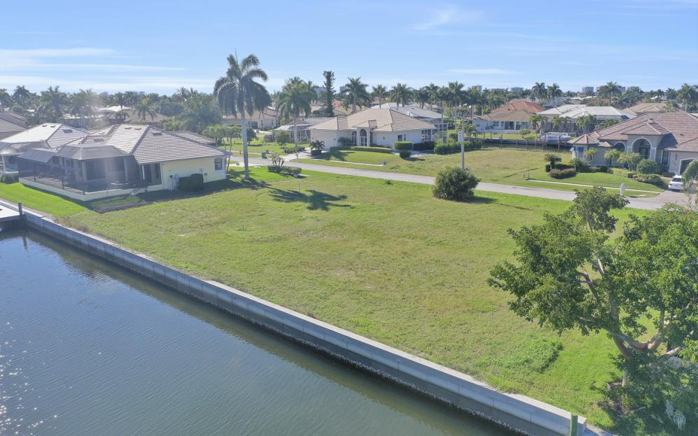 135 Gulfport Ct, Marco Island - Lot For Sale 701953315