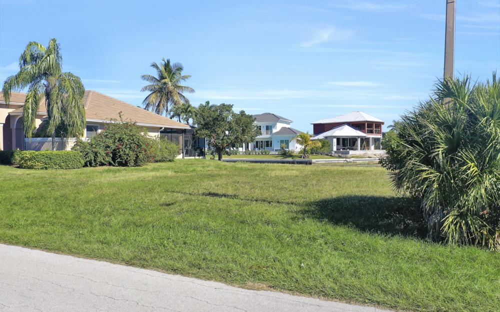135 Gulfport Ct, Marco Island - Lot For Sale 148401326