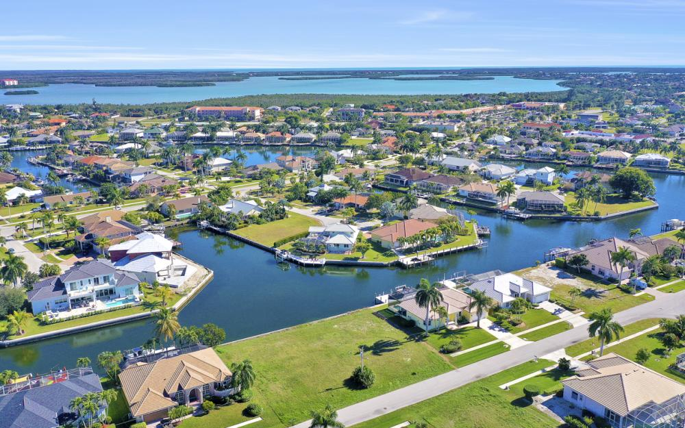 135 Gulfport Ct, Marco Island - Lot For Sale 1137824046