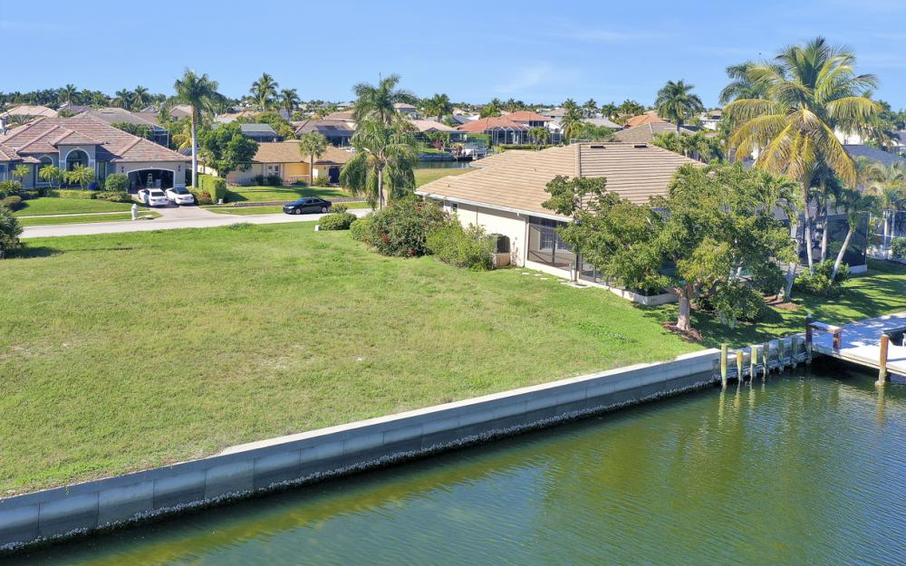 135 Gulfport Ct, Marco Island - Lot For Sale 1035745463