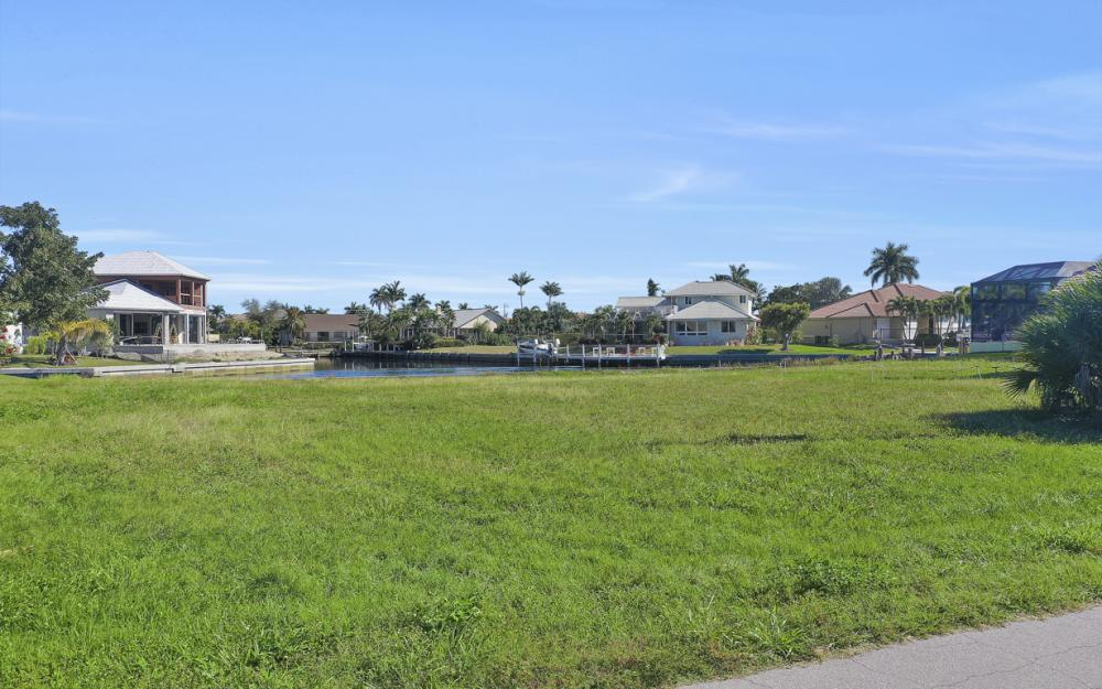 135 Gulfport Ct, Marco Island - Lot For Sale 486921016