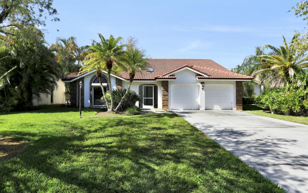 577 Countryside Dr, Naples - Home For Sale 925030811
