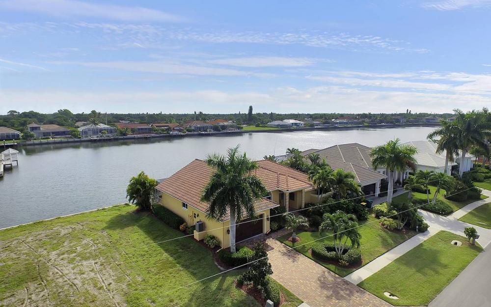 337 Capistrano Ct, Marco Island - House For Sale 79257159