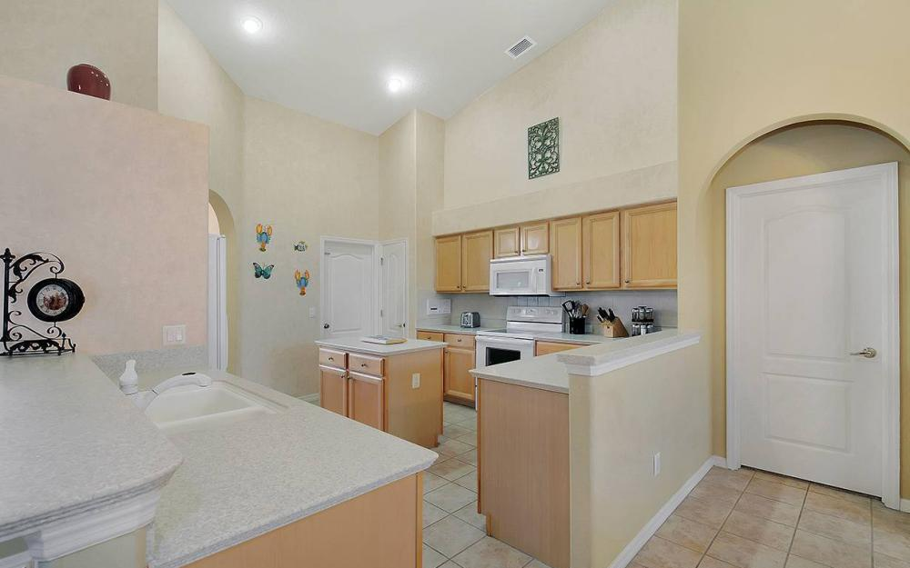 1923 Cape Coral Pkwy W, Cape Coral - House For Sale 991038507