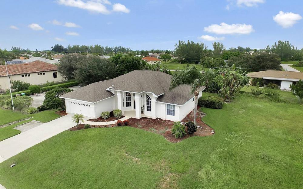 1923 Cape Coral Pkwy W, Cape Coral - House For Sale 512310437