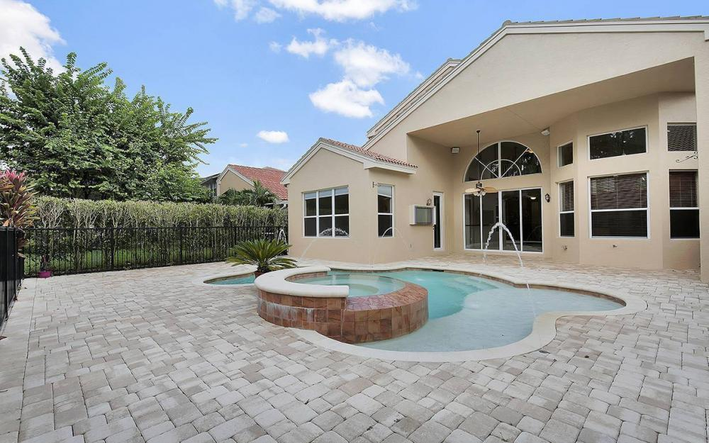 2366 Butterfly Palm Dr, Naples - House For Sale 2108169554