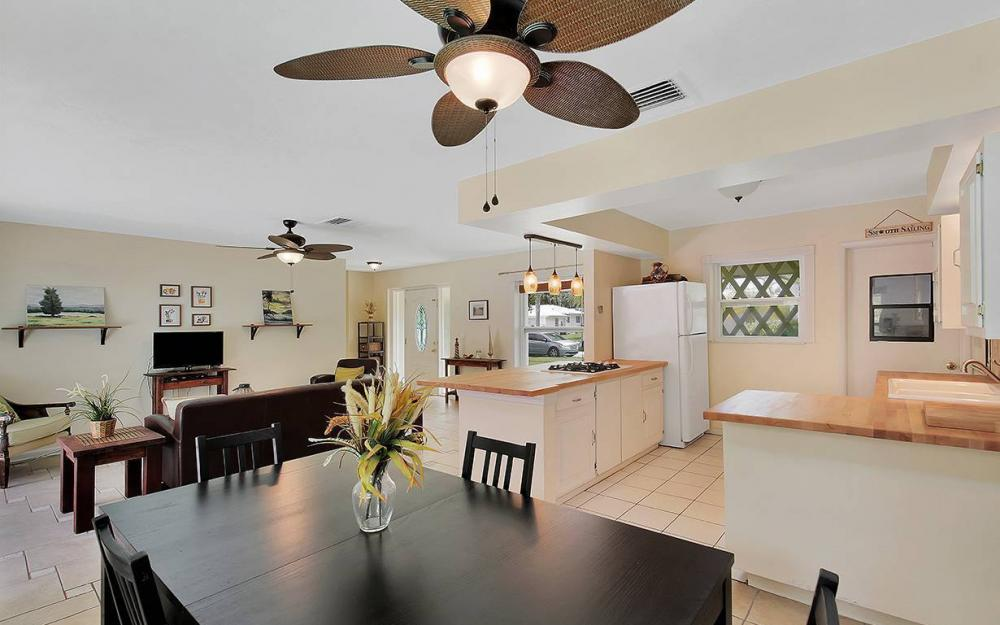 1260 Skylark Ave, Marco Island - House For Sale 31219374