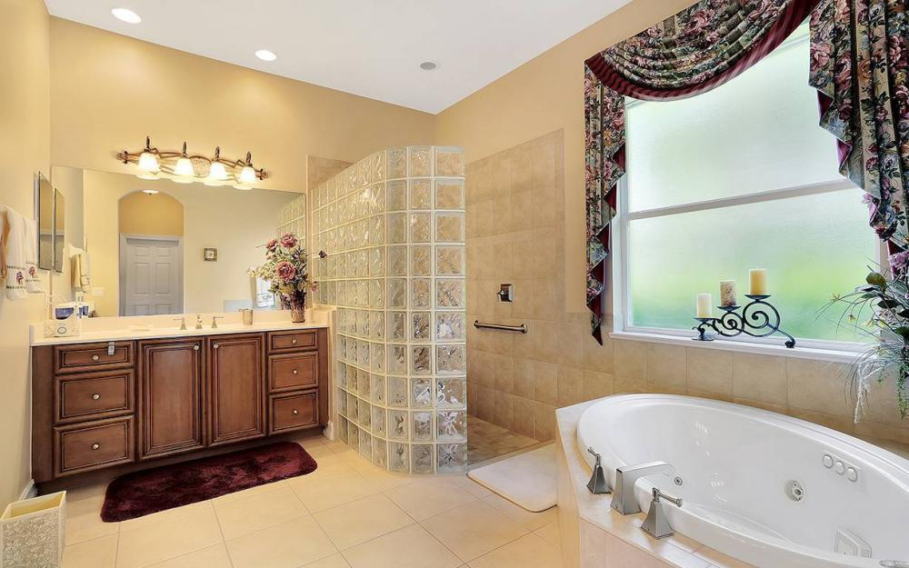 9917 Bellagio Ct, Ft.Myers - Home For Sale 124964423