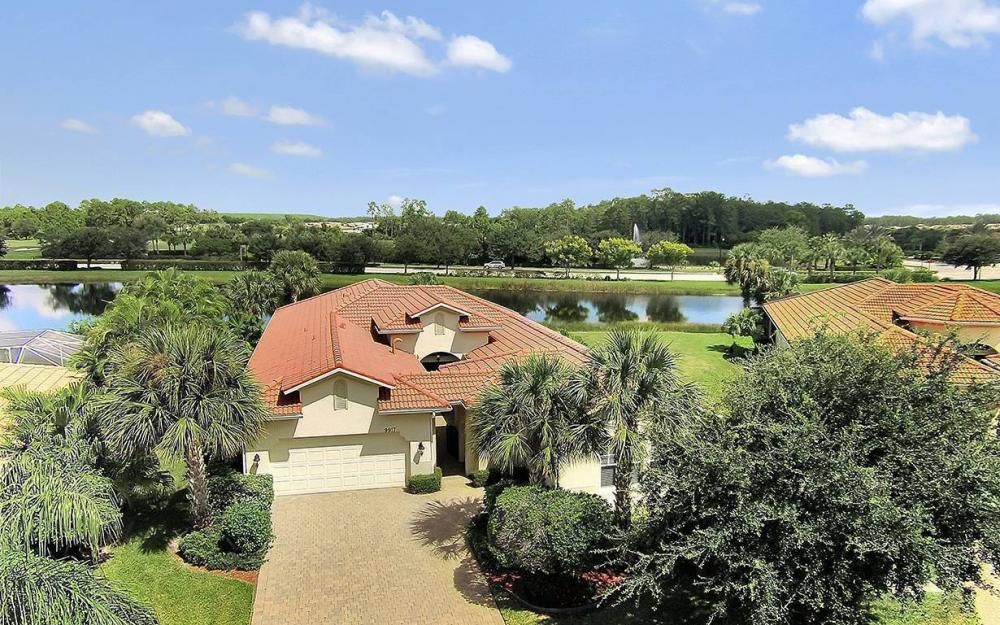 9917 Bellagio Ct, Ft.Myers - Home For Sale 1049874138