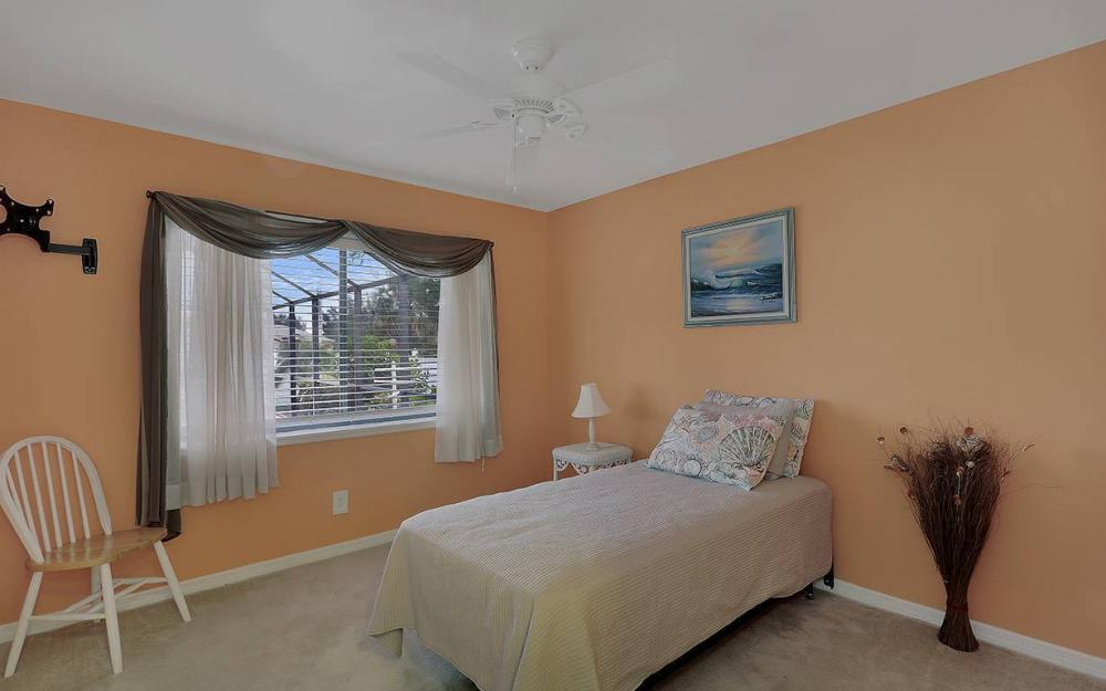 1213 SW 11th Ave, Cape Coral - House For Sale 434184403