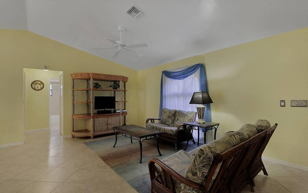 1213 SW 11th Ave, Cape Coral - House For Sale 98642249