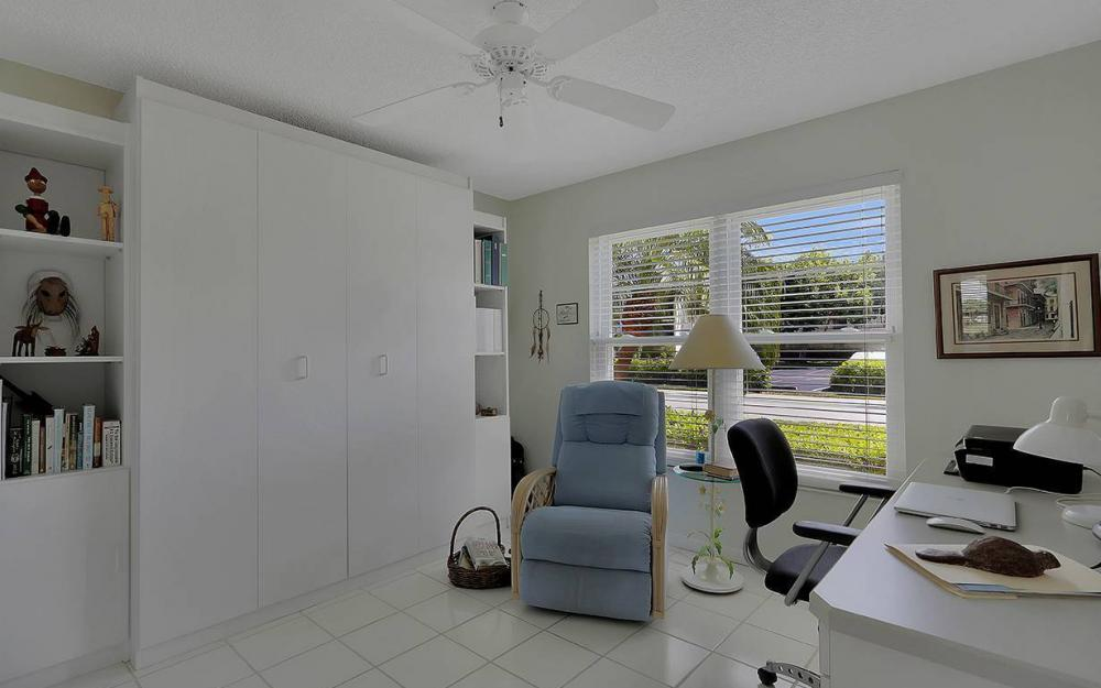 1021 Forest Lakes Dr, Naples - House For Sale 512818252