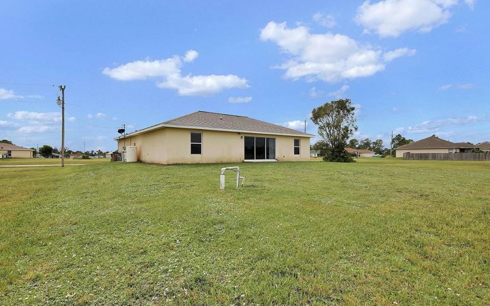 825 NE 44th St, Cape Coral - House For Sale 628267802