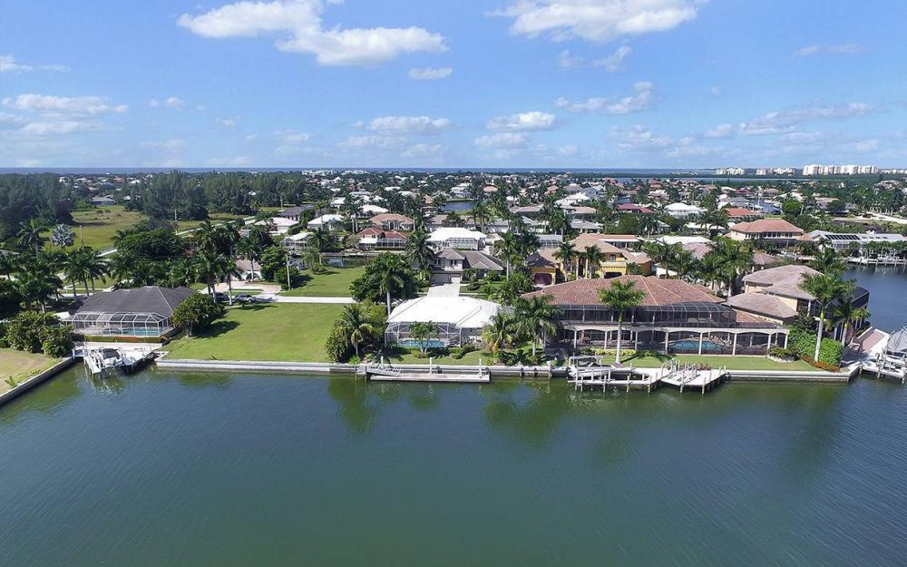 639 Century Ct, Marco Island - House For Sale 154717191