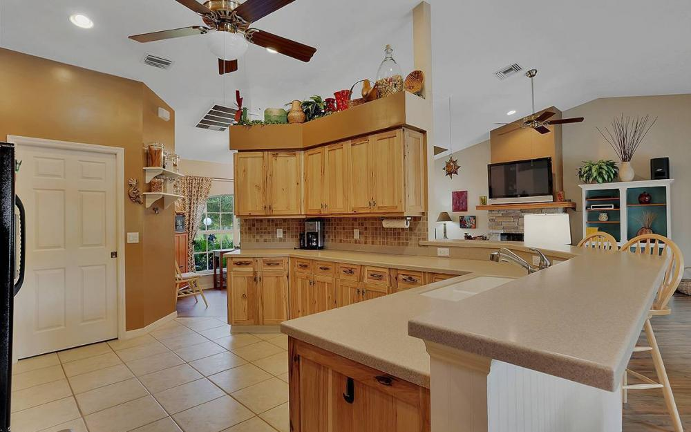 6880 Rich Rd, N. Ft.Myers - House For Sale 652584982