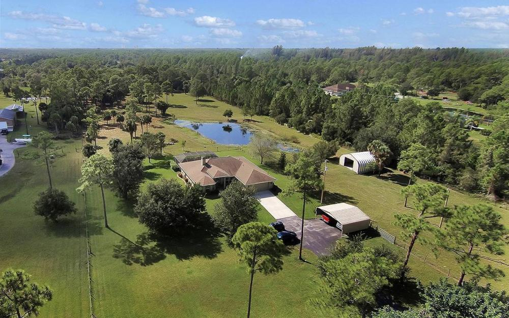 6880 Rich Rd, N. Ft.Myers - House For Sale 515122060