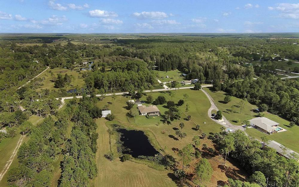 6880 Rich Rd, N. Ft.Myers - House For Sale 266571508