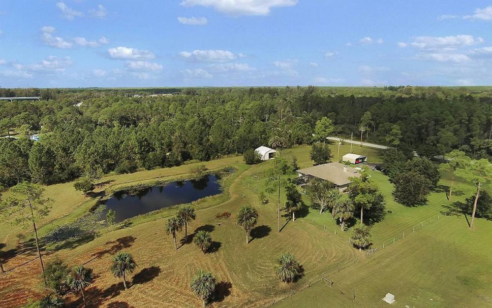 6880 Rich Rd, N. Ft.Myers - House For Sale 422776793