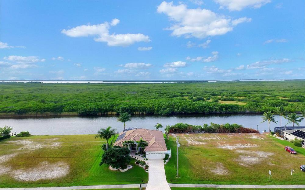 3804 Surfside Blvd, Cape Coral - House For Sale 364848429