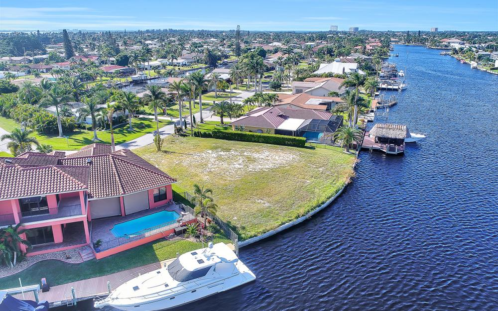 443 Avalon Dr, Cape Coral - Lot For Sale 813903758