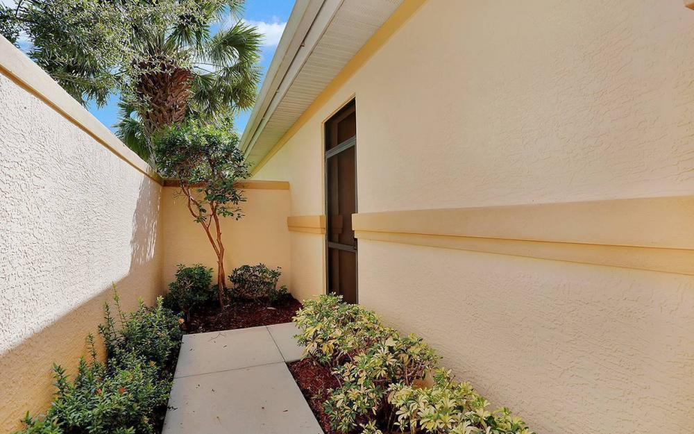 10663 Avila Cir, Fort Myers - House For Sale 1837450605