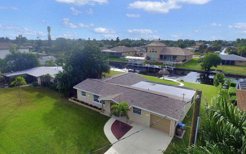 828 Miramar Ct, Cape Coral - House For Sale 2112060631