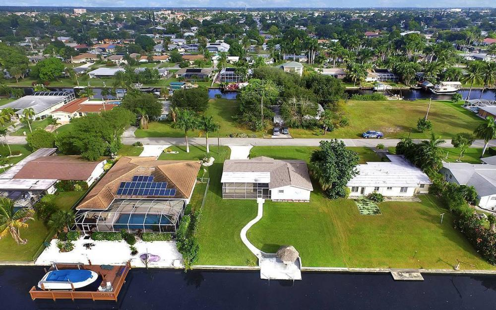 828 Miramar Ct, Cape Coral - House For Sale 1915150631